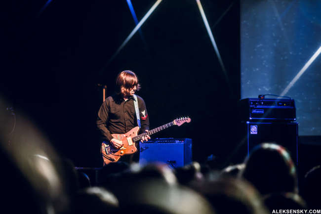 Thurston Moore performing at Космонавт, Saint-Petersburg (2.11.2015)