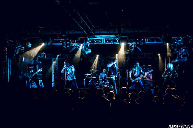 Siberian Meat Grinder performing at Зал Ожидания, Saint-Petersburg (7.10.2015), supporting Napalm Death